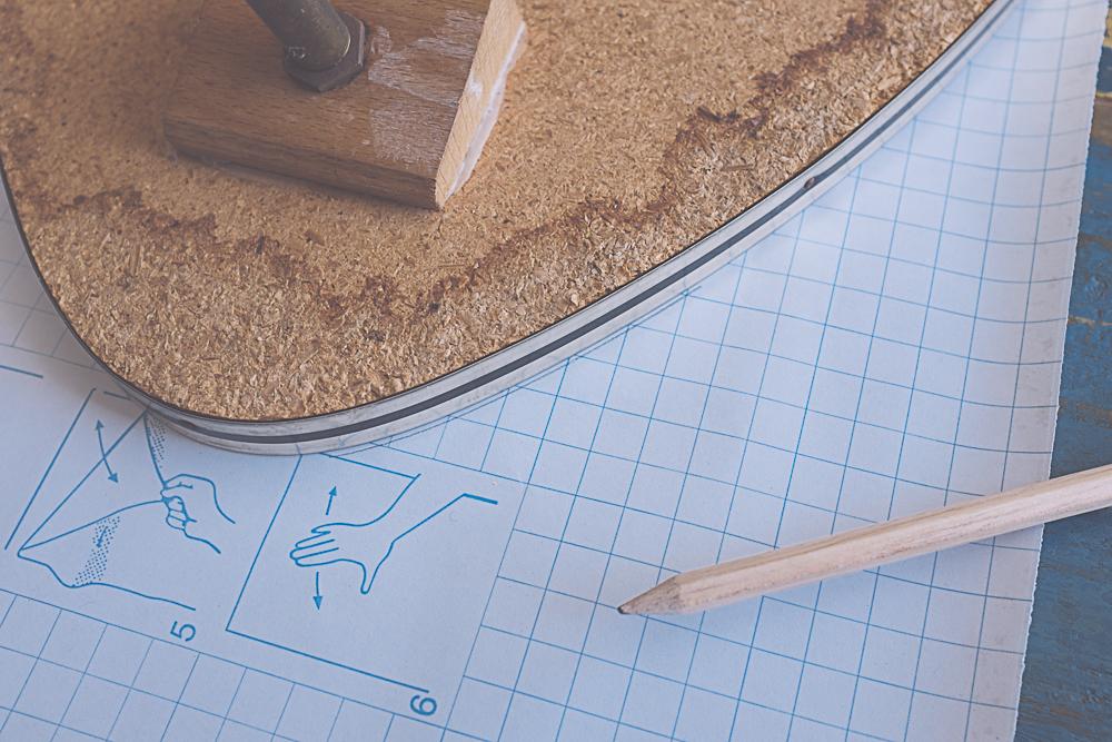 DIY recouvrir une table avec du papier vinyle adhésif