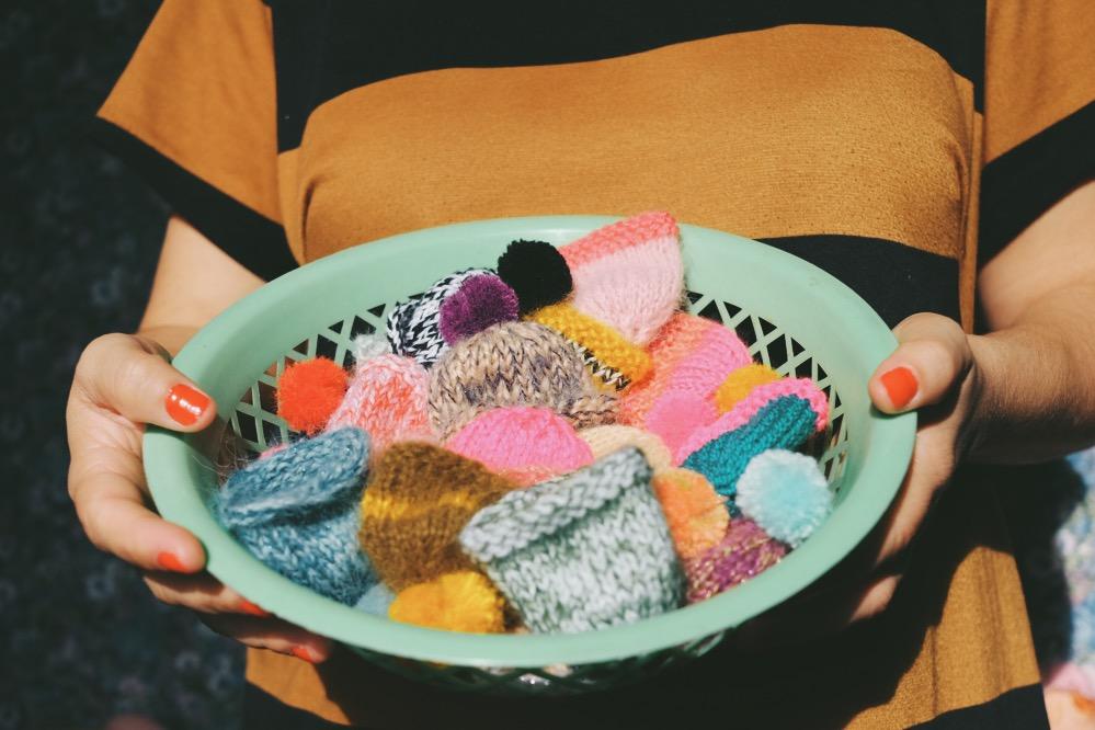 tricoter des bonnets pour Innocent